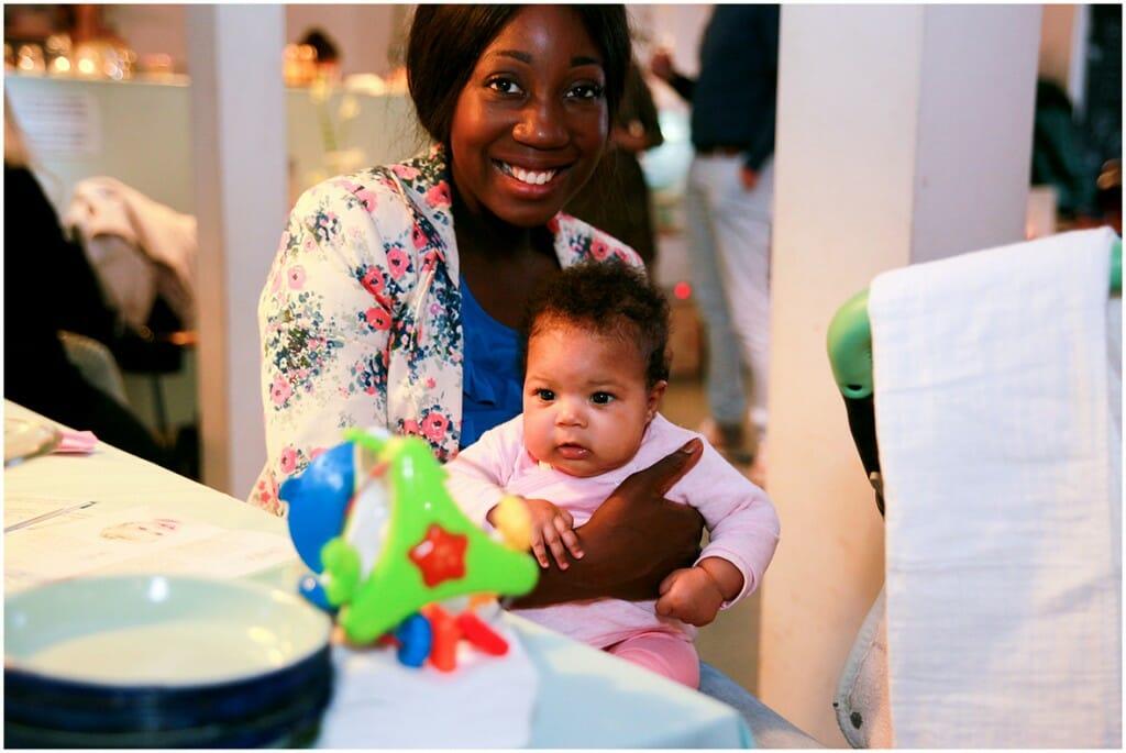 Pearl Josefzoon met dochter Dr Leenarts boek over de huid 0-4 jaar